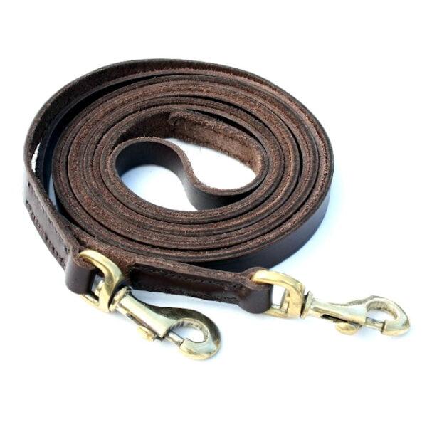 Tynd brun lædertøjler med karabinhager i messing 340 cm lang og fås i bredden 11 mm og 16 mm